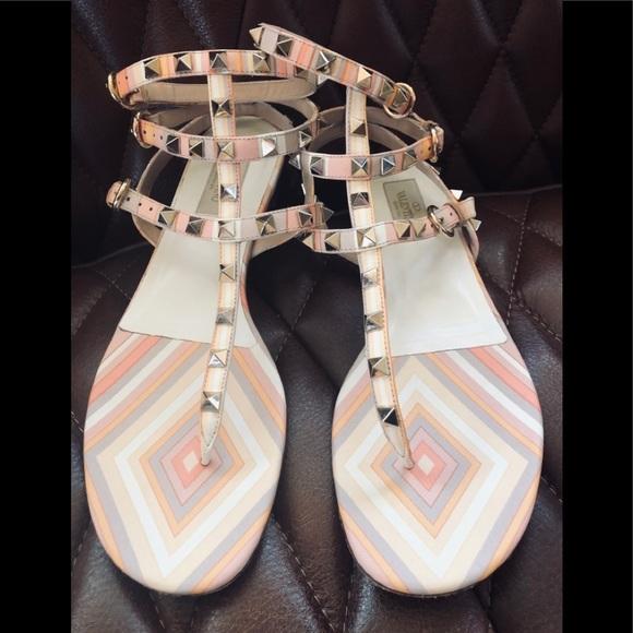 101d5cb56900 Valentino Rockstud Thong Sandals. M 5c47a9c08ad2f971edfdc0eb